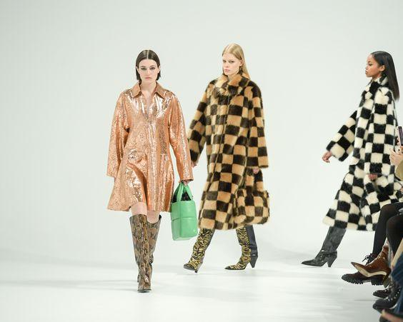 Bekijk en Bestel Stand Studio bij Bloom Fashion in Laren