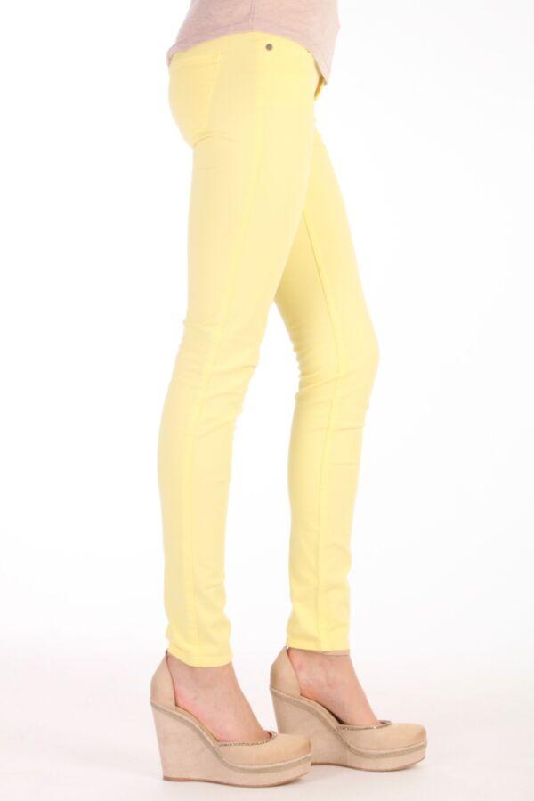 Colored denim Sally Bright Dyed van 2ND in de kleur Yellow Iris 2131724374.